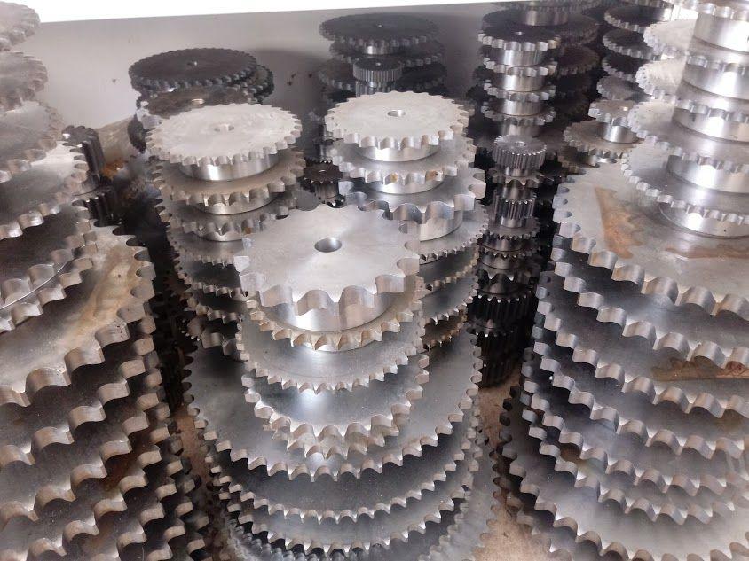 индустриални верижни зъбни колела с главина
