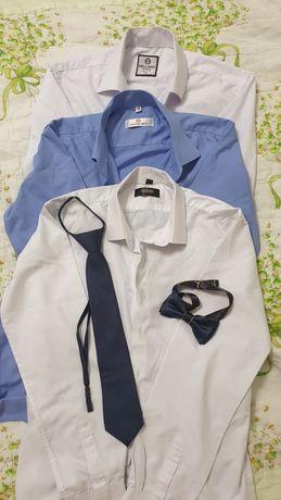 Школьные рубашки на мальчика в хорошем состоянии.