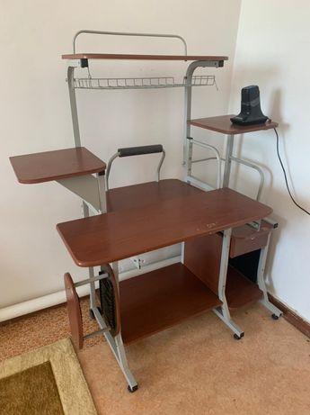 Продаётся компьютерный стол в хорошем состоянии!