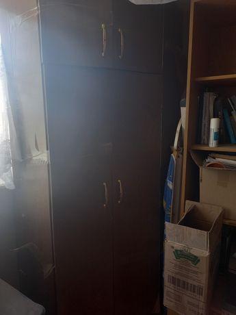 В срочном порядке продаются шкафы,компьютерный стол,игрушки для детей