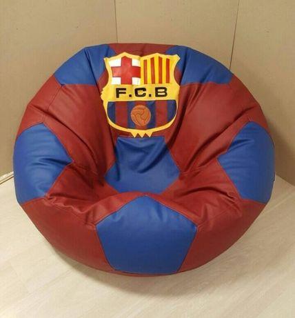 Пуф Барбарони с емблеми на футболни отбори