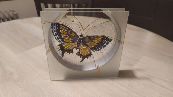 Ръчно изрисувана декоративна ваза - Пеперуда
