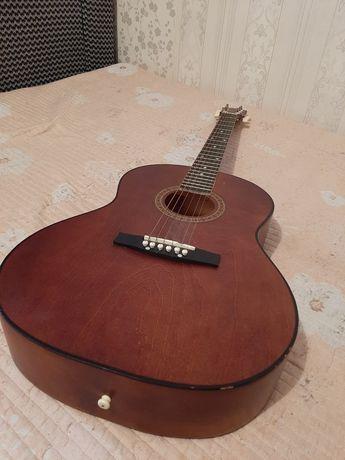 Продам гитару. Гитара российская.