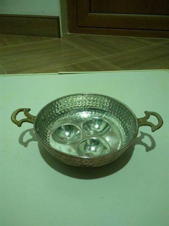 Медна чинийка с бронзови дръжки
