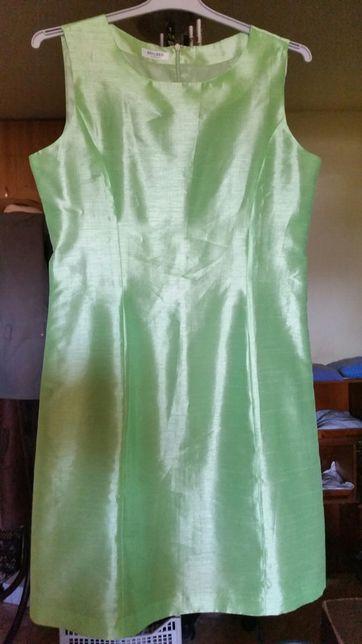 Costum Sf. Patrik doua piese dama verde.