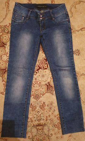 Женская джинсы б/у