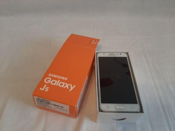 Samsung galaxy J5 cu ecranul spart display ul