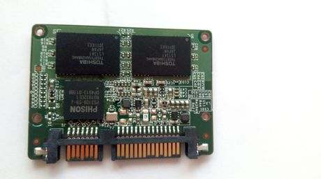 Vând SSD Toshiba
