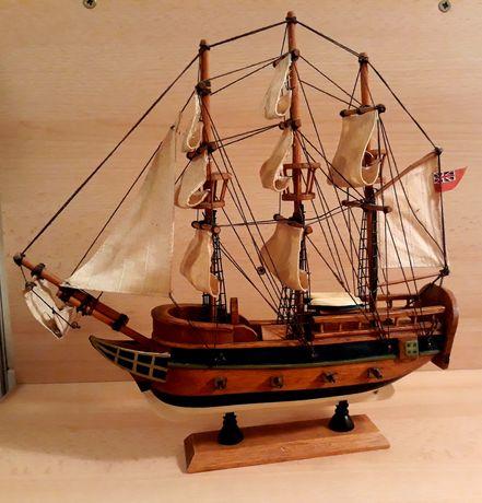 Corabie veche cu panze H.M.S Bounty