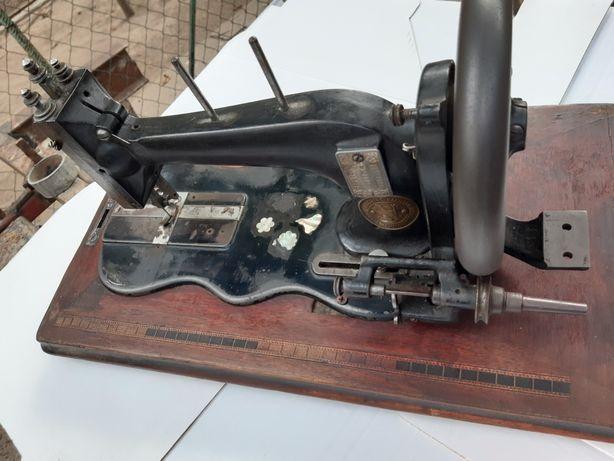 Antichități masina de cusut