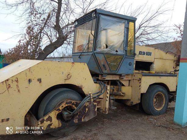 Трактор, спец.техника каток