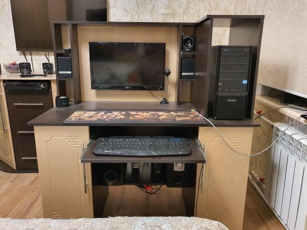 Продаю компьютерный стол в идеальном состоянии