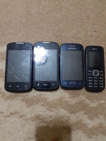 Vand 4 telefoane defecte