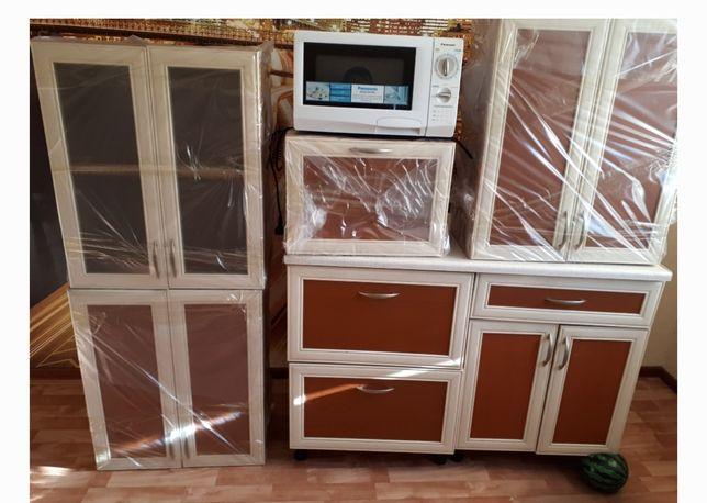 Кухонная немецкая мебель с навесными шкафами
