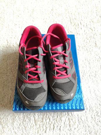 Pantofi papuci drumeție Quechua Decathlon,m. 33, foarte puțin folosiți