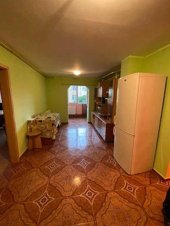 Închiriez apartament 3 camere, cartier Brădet.