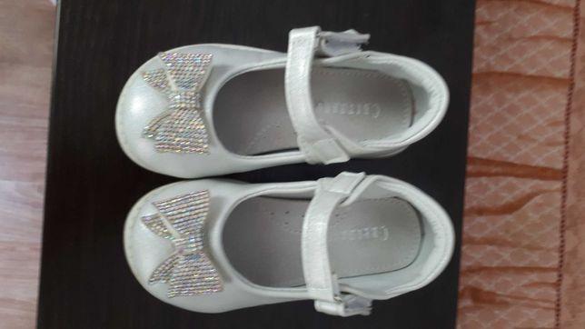 Детские красивые туфельки
