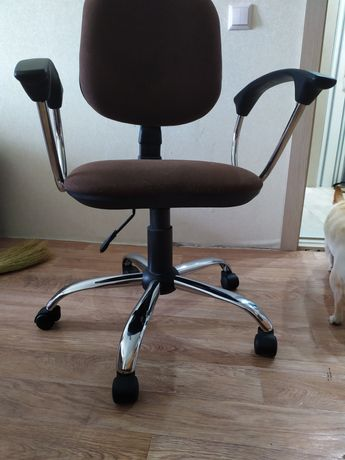 Кресло.  .       .