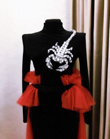 Супер эффектное, дизайнерское платье