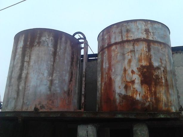Vand 2 bazine pentru combustibili de 6 tone bucata