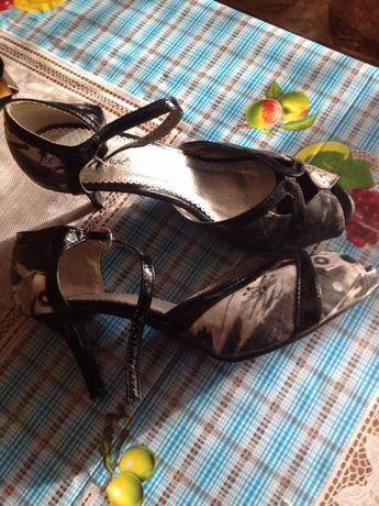 продавам почти нови сандалети