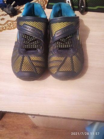 Продам кросовки осенние