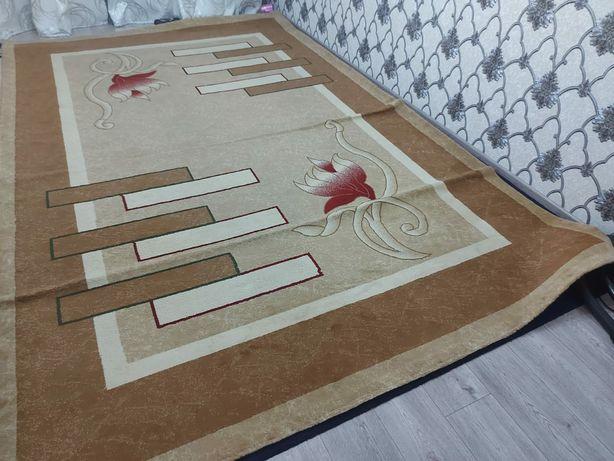 Продам ковёр хорошом состаяни.