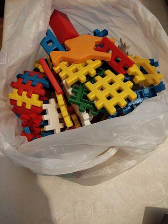 Детский конструктор пластиковый