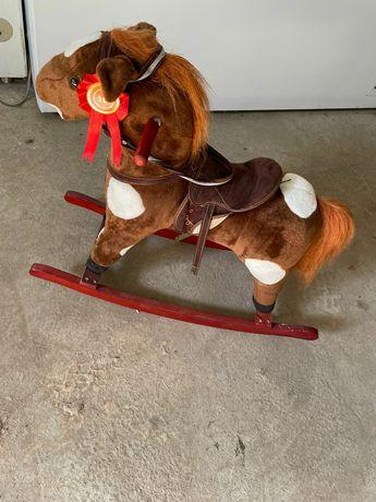 Продам лошадку игрушную