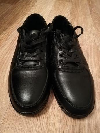 Продам спортивный обувь
