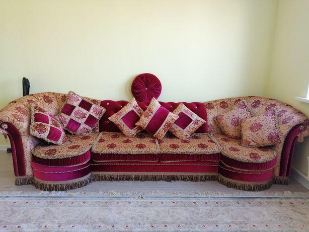 Гостинный диван и кресло