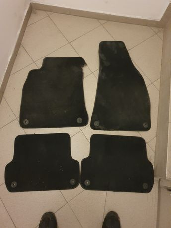Оригинални мокетени стелки за Ауди а4 б7 2005та