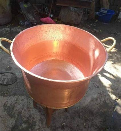 Vând căldare din cupru alimentar are 80 de litri cu fundu de 3 pereți