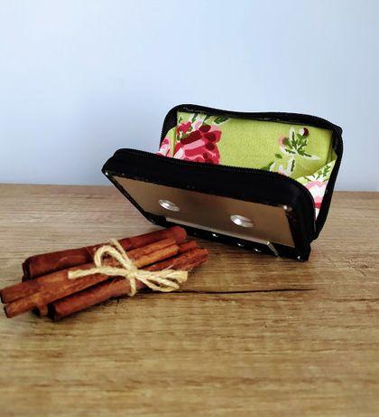 Ръчно изработени портмонета от лентова касетка и плат