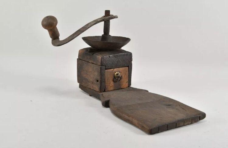 1598at Rasnita baroc sec XVIII din lemn și fier.