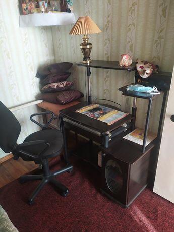 Продам стол с креслом
