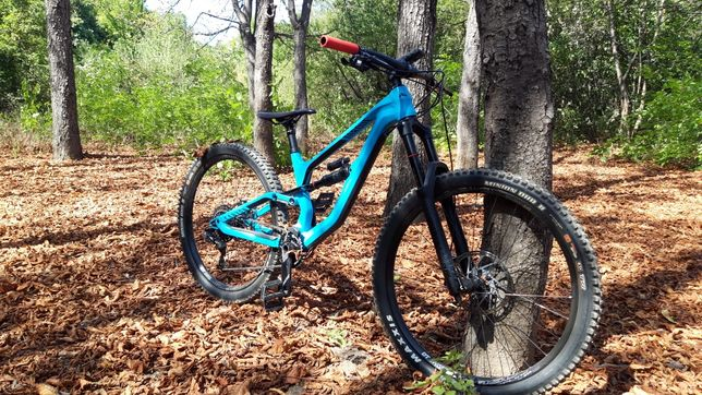 Bicicleta Canyon Torque super enduro full suspension
