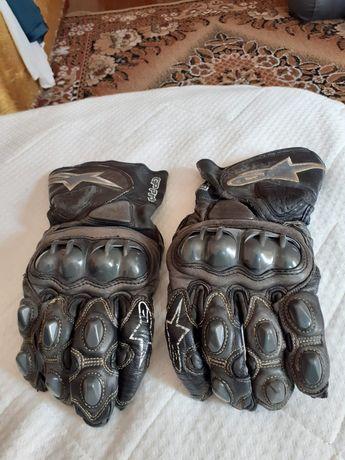 Ръкавици и ботуши за мотор