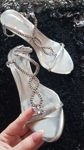 Дамски елегантни обувки с ток