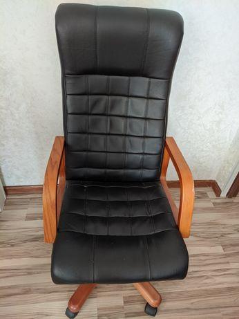 Хорошее кресло, офисное