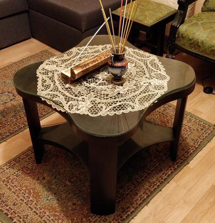 Masa cafea veche din lemn masiv cu geamuri ornamentale