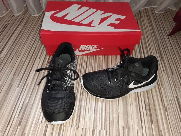 Adidasi Nike marime 38 (uk5) ca noi.