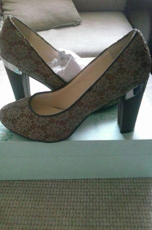 Продам туфли р 37 новые