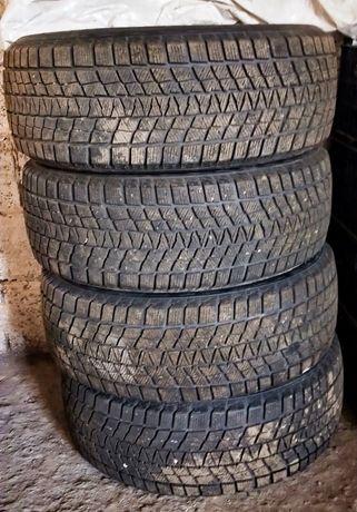 Зимние шины 215 / 55 R 17