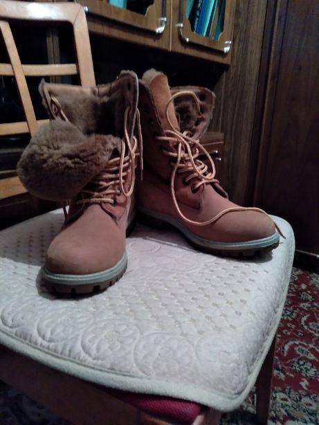 Ботинки замшевые бежевые зимние с натуральным мехом жен.