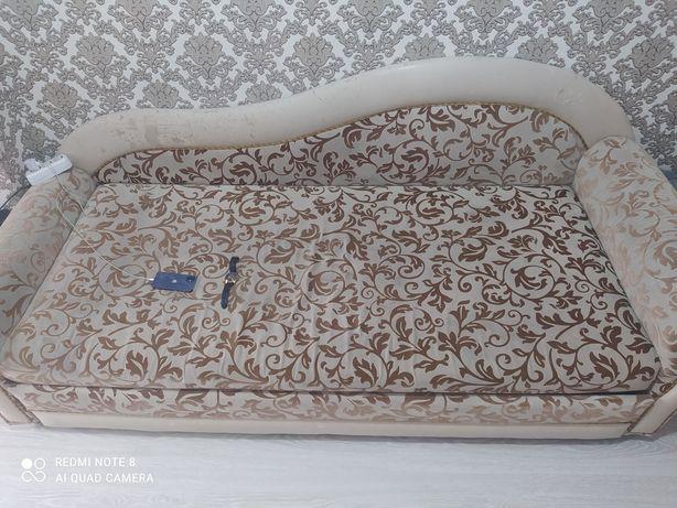 Продам диван в неплохом состоянии