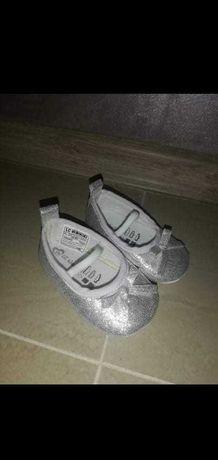 Бебешки балеринки и сандалки,нови!
