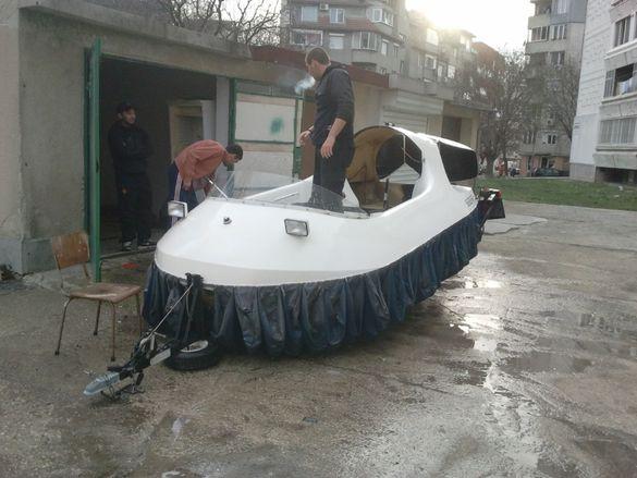 Уникална лодка на въздушна възглавница