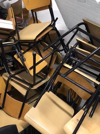 Столове с дървена седалка и облегалка