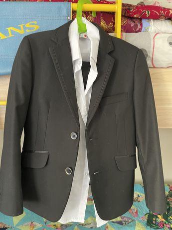 Продам школьный костюм на мальчика